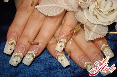 узоры стразами на ногтях