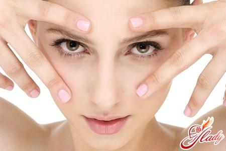 Как убрать синяки и мешки под глазами самостоятельно
