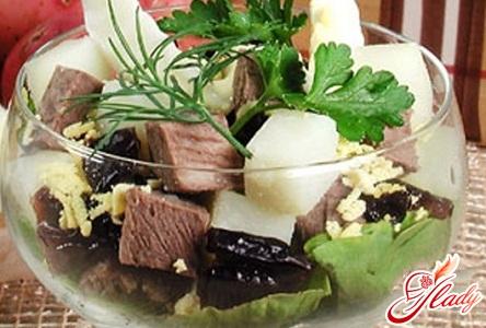салат с черносливом и грецкими орехами