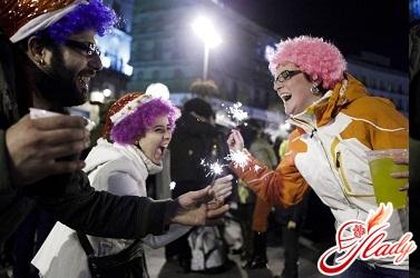 как встречают новый год в испании, и разных странах