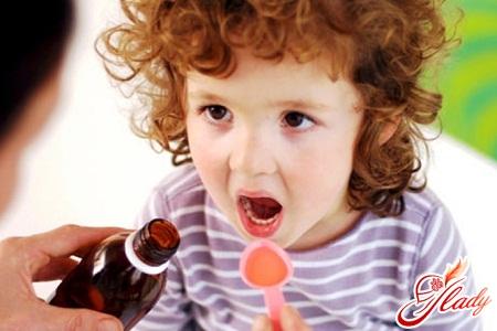 Как дать ребенку лечущее средство?