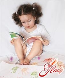 Настенька учится читать