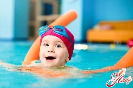 обучение плаванию детей в бассейне