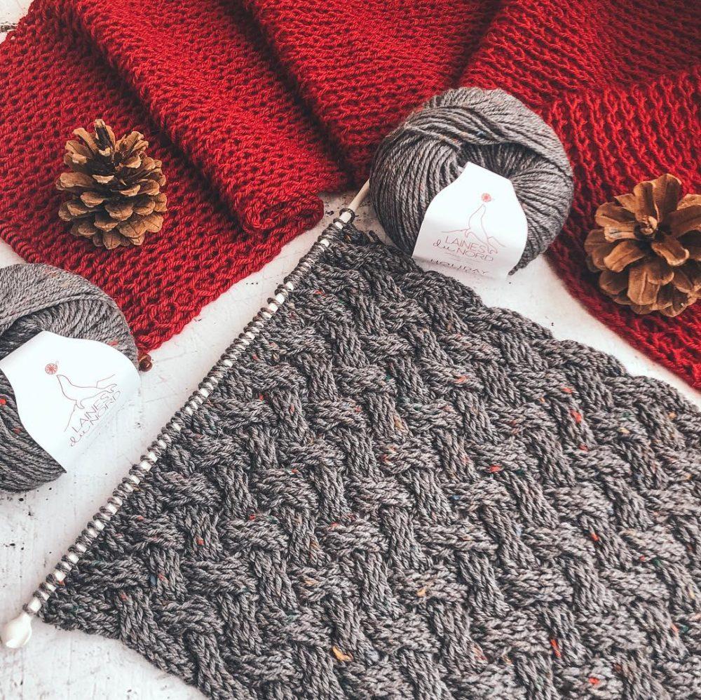 Как связать красивый и модный шарф спицами
