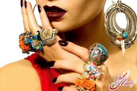 какая бижутерия будет в моде весной 2012 года