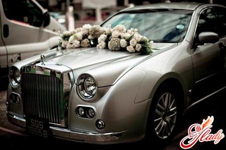 машины свадебные украшенные игрушками
