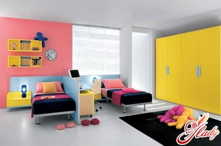 интересный интерьер детской комнаты для разнополых детей