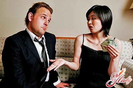 если муж не дает денег