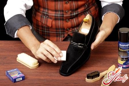 Как чистить замшевую обувь?