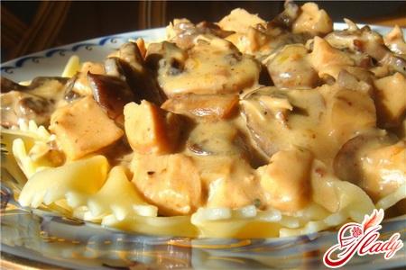 салат из курицы с грибами и сыром