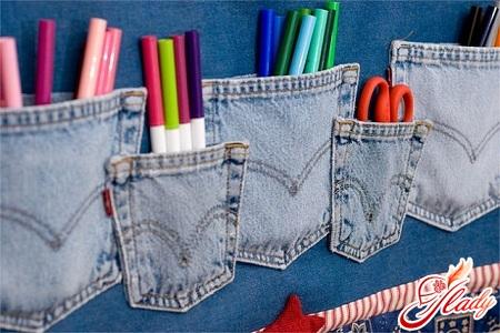 Нет ничего проще, чем сделать из старых джинсов обложку для книги.
