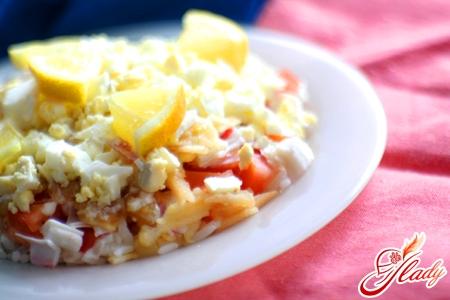 салат с помидорами и крабовыми палочками