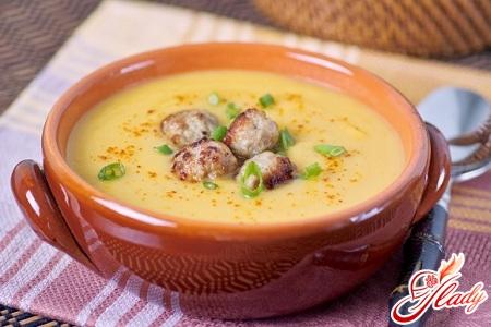 гарбузовий суп пюре з креветками