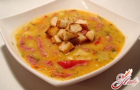 суп с колбаской охотничей