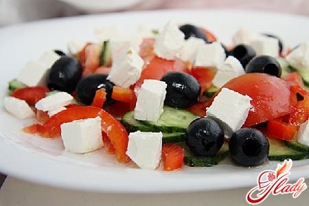 салат из моцареллы с помидорами