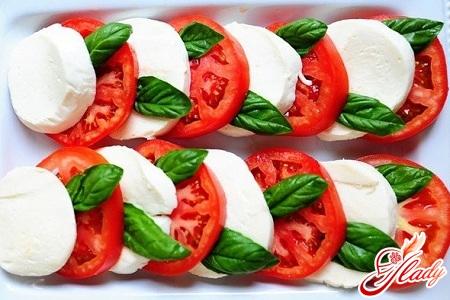 салаты с сыром моцарелла рецепты
