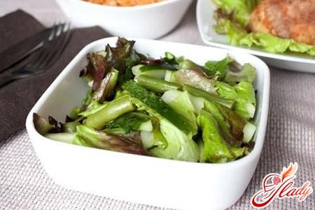 салат с языком и огурцами