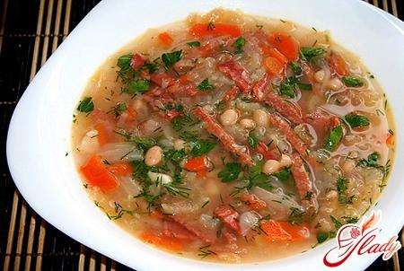 Гороховый суп с копченой колбасой: рецепт