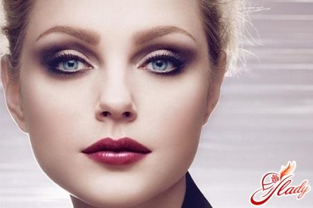 правильный макияж для голубых глаз