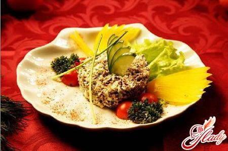 салаты с солеными огурцами