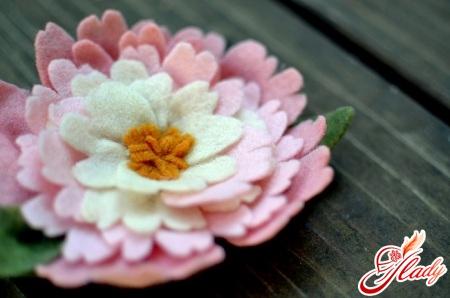необычные цветы из фетра своими руками