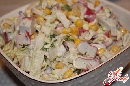 салат с крабовыми палочками и китайской капустой