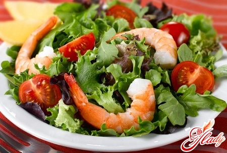 салат с креветками и зеленью