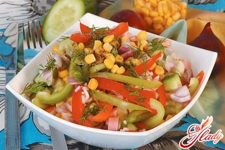 салат с ветчиной и огурцами солеными