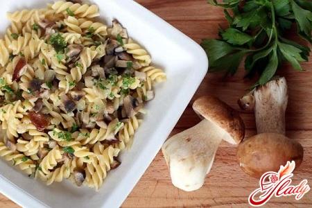паста с белыми грибами в сливочном соусе