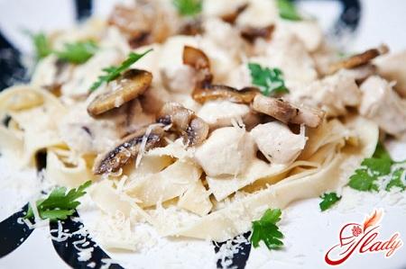 как приготовить пасту с курицей и грибами