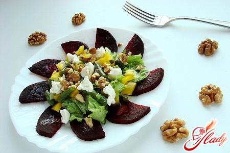 вкусный салат с черносливом и свеклой