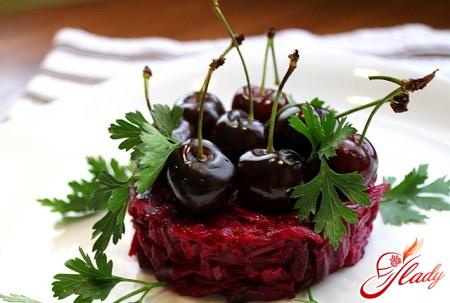 салат со свеклой и черносливом