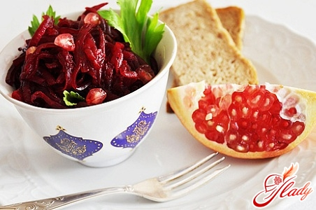 салат с черносливом и свеклой