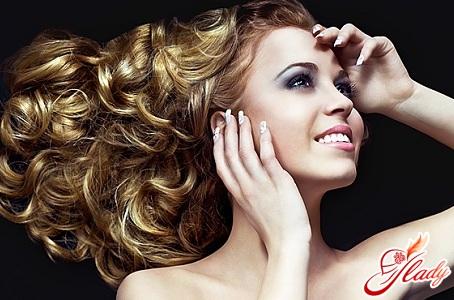 красивая укладка волос волнами