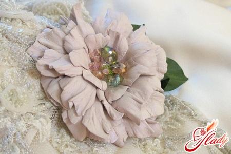 красивые цветы из кожи своими руками