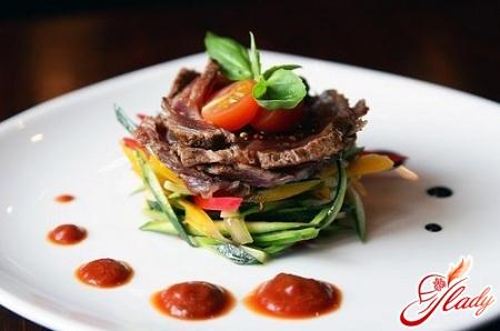 салат с мясом свинины