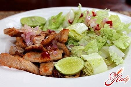 салаты с мясом свинины