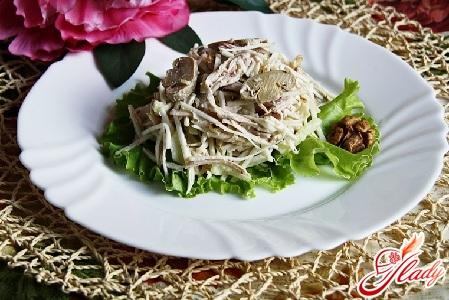 Диетический салат с курицей и сельдереем
