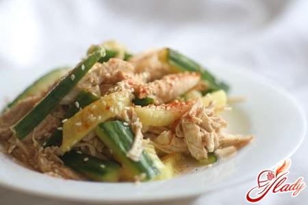 салат из курицы с солеными огурцами