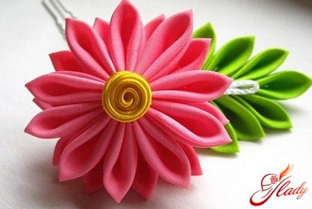 Канзаши цветы из атласных лент своими руками