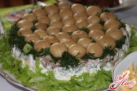 вкусный салат полянка с шампиньонами