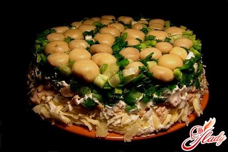 салат из жареных шампиньонов