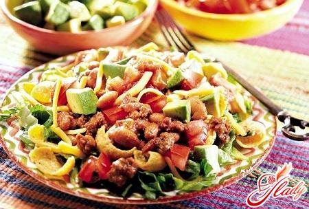 салат из фасоли в томатном соусе