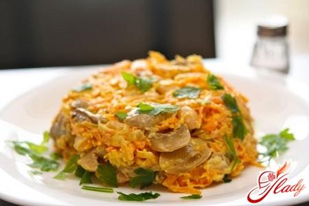 вкусный салат с шампиньонами и сыром