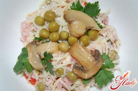 салат из ветчины и шампиньонов