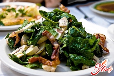 салат из шампиньонов с ветчиной