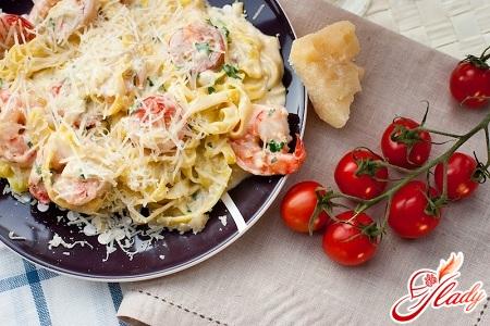 спагетти с креветками в сливочном соусе