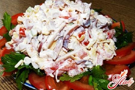 салат с кальмарами и яблоками