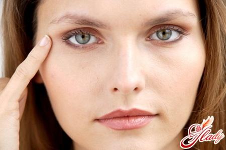 как удалить синяк под глазом