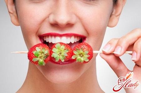 как самому отбелить зубы